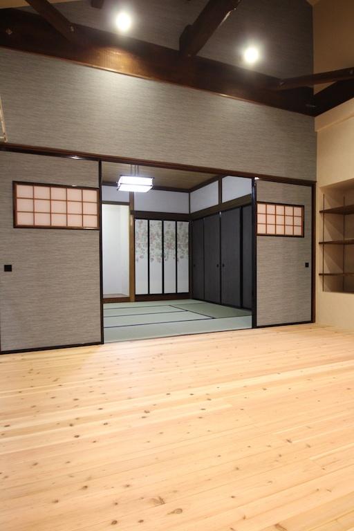 襖に壁紙を貼り、オリジナルの和室に