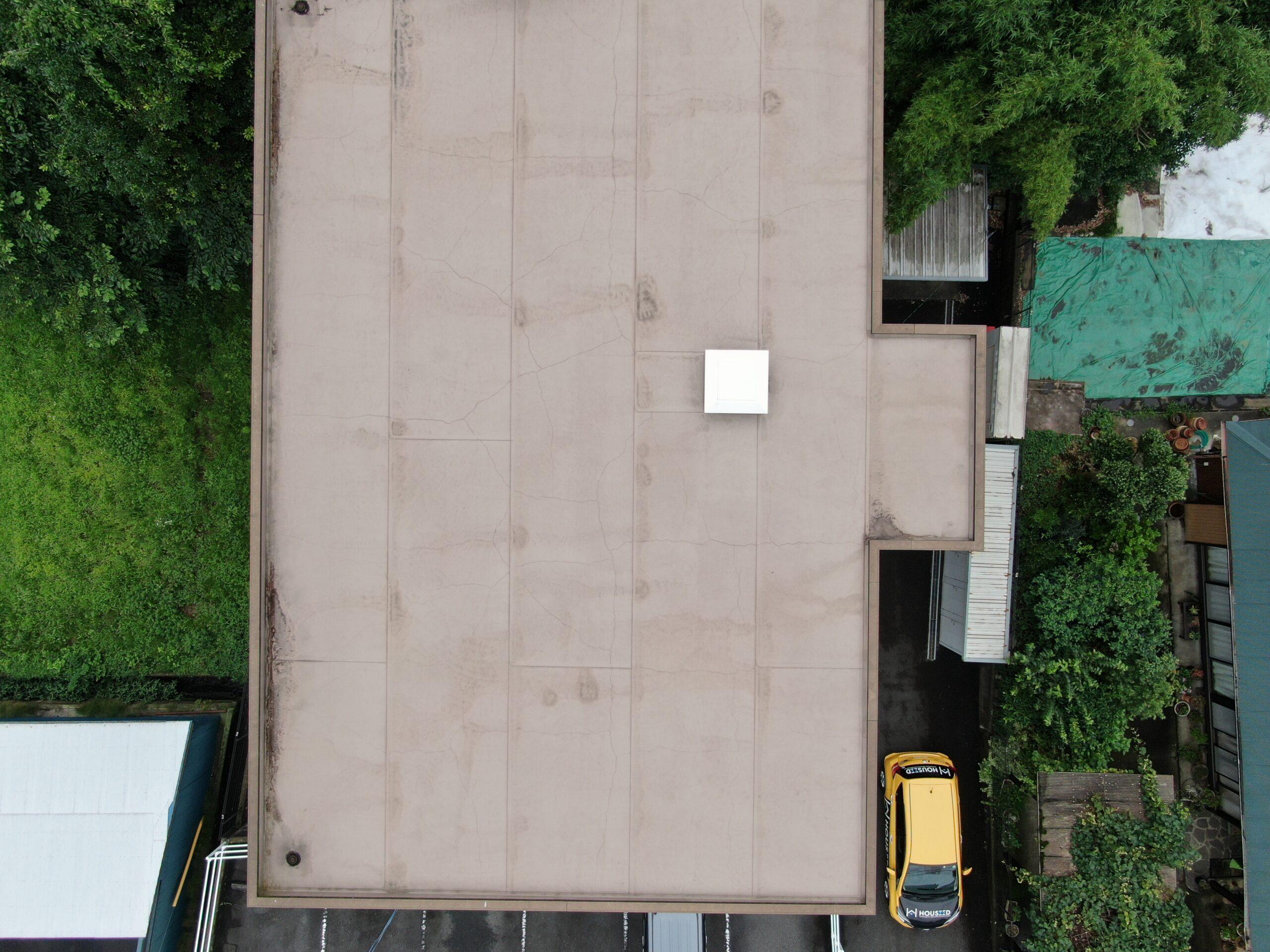 屋上の防水はドローンで空から点検します。