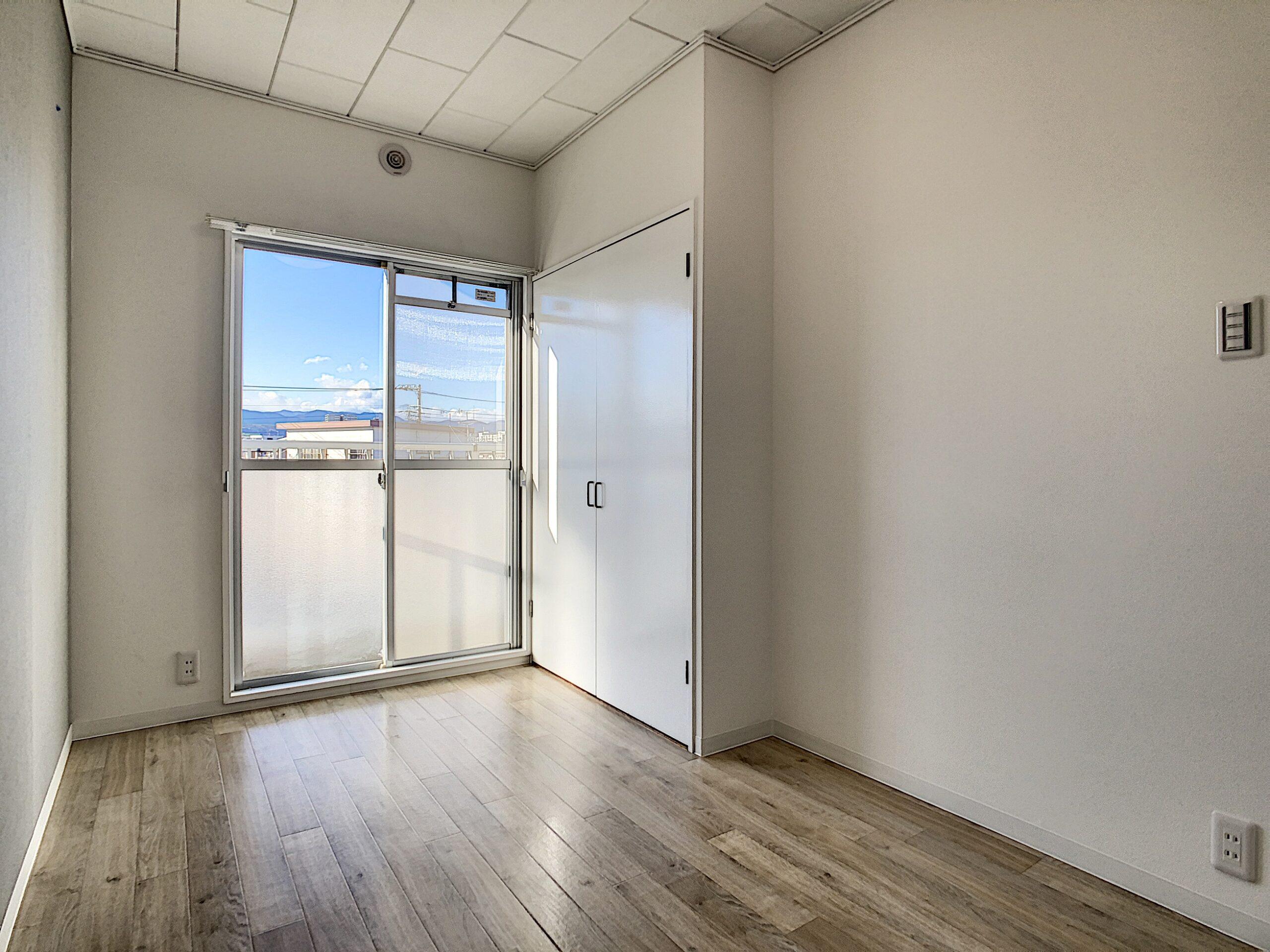 北洋室 寝室にぴったりな広さですが、クローゼット変わりにつかってもいいですね!