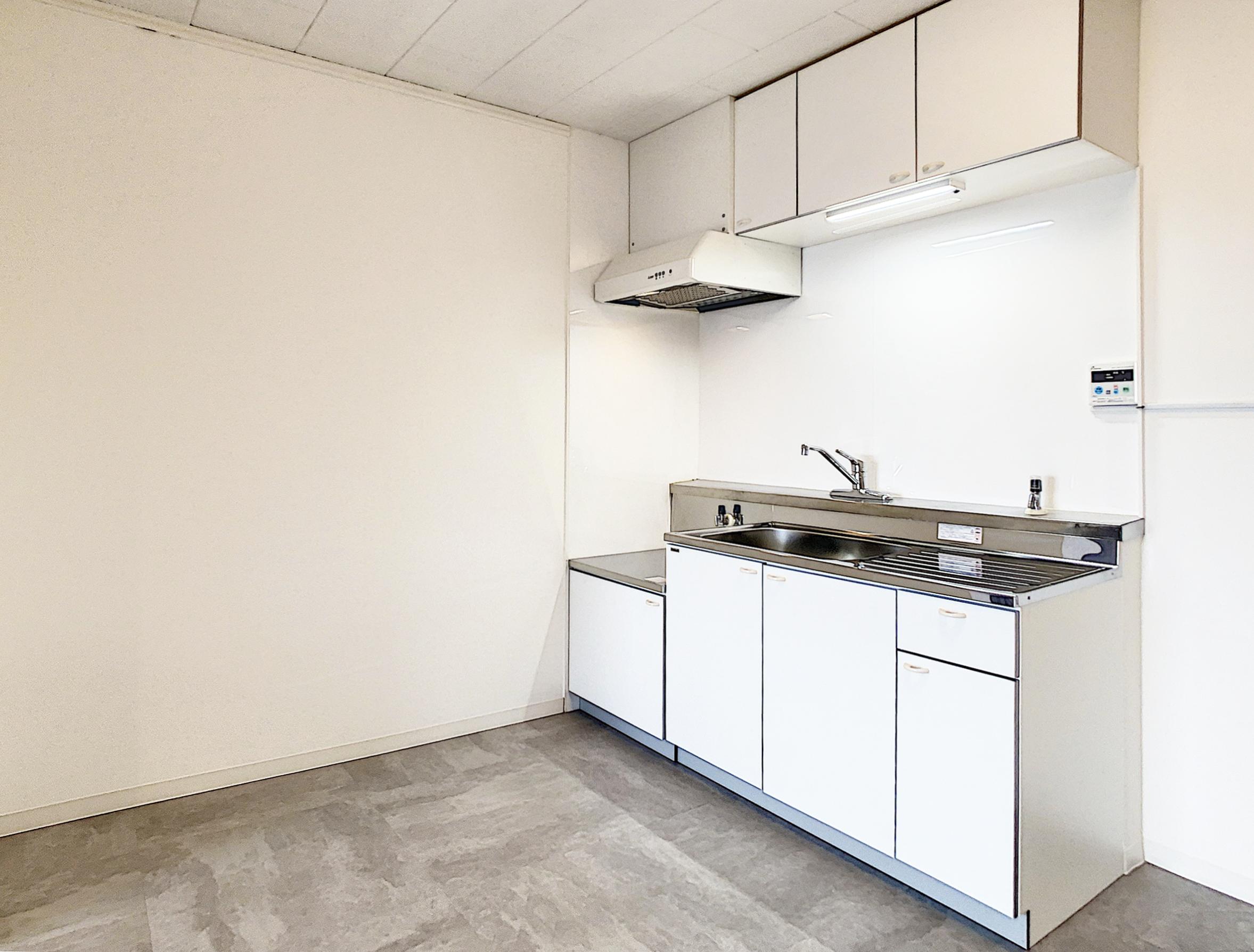 ホワイトで統一されたキッチンは新品です!
