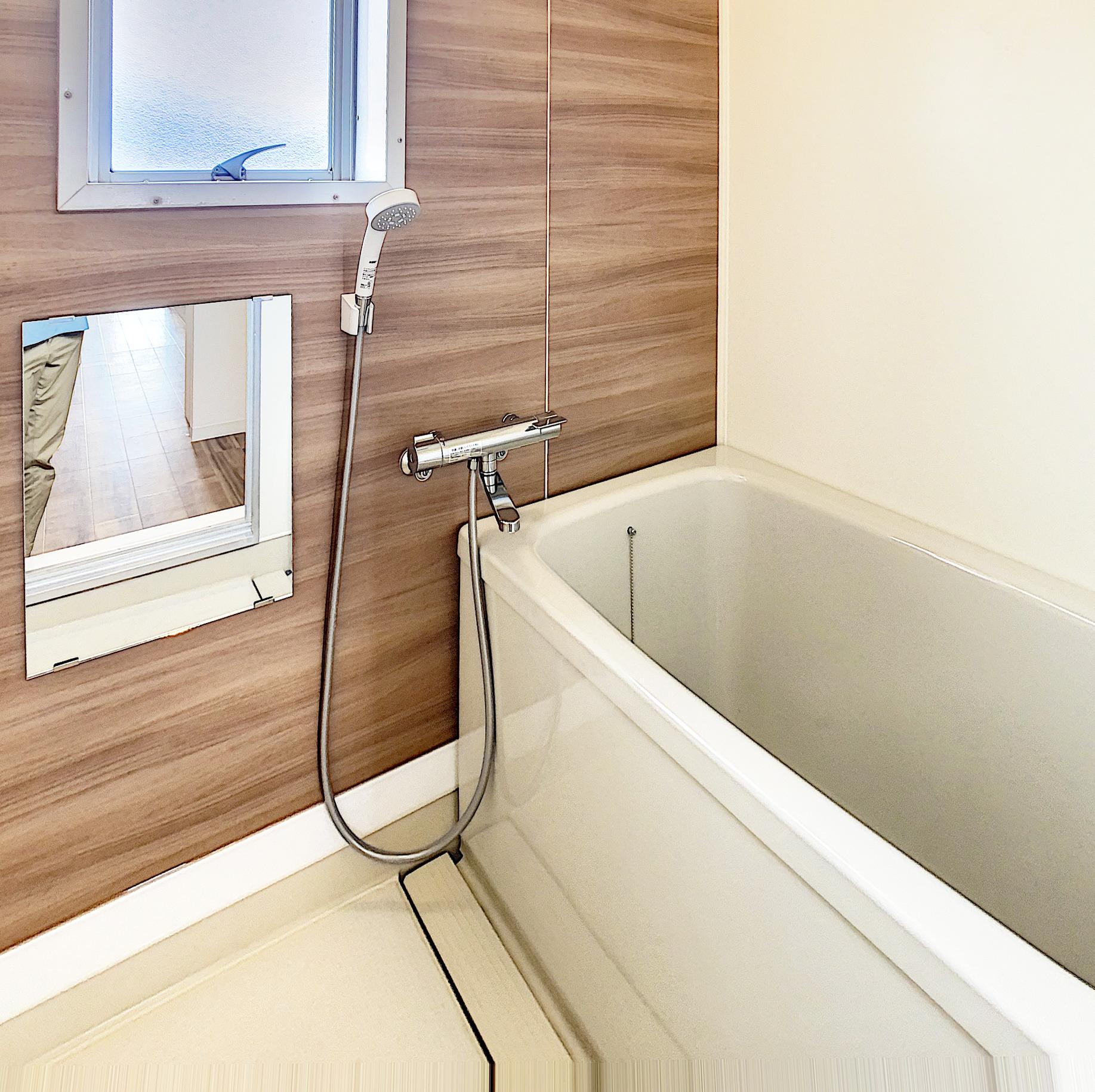 浴槽も新品の浴室です。